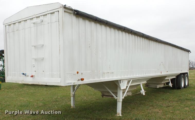 1983 Wilson GH-700 double hopper grain trailer