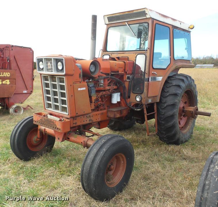 1972 International F1066 tractor