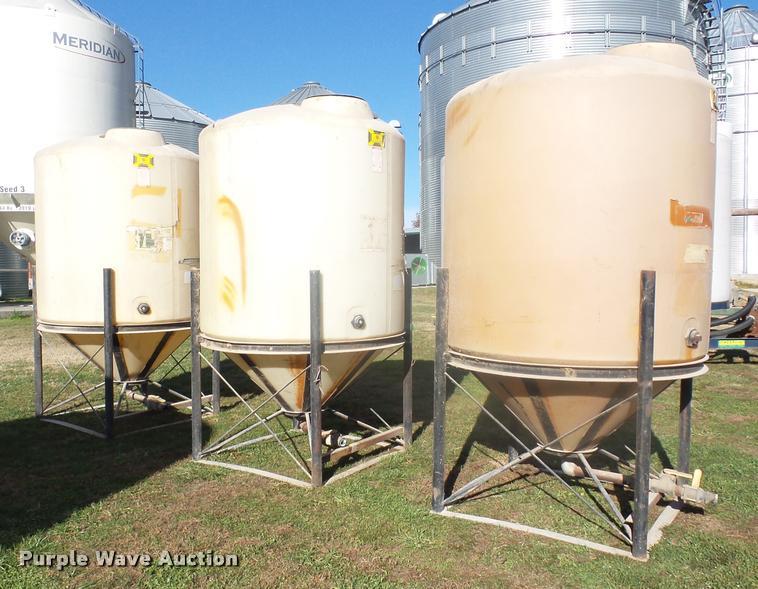(3) poly tanks