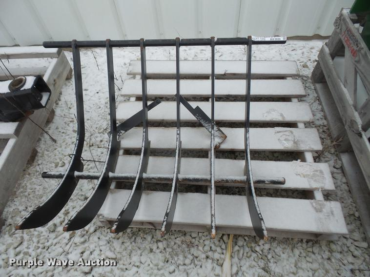 Compact tractor grapple tines