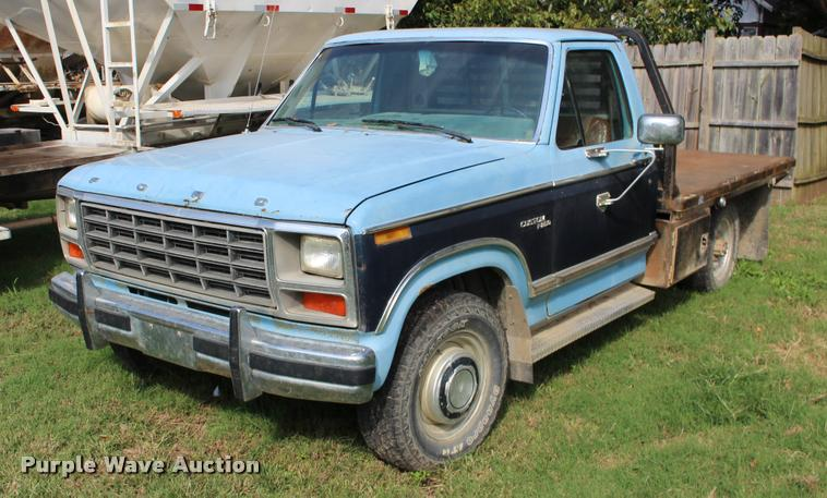 1981 Ford F250 flatbed pickup truck