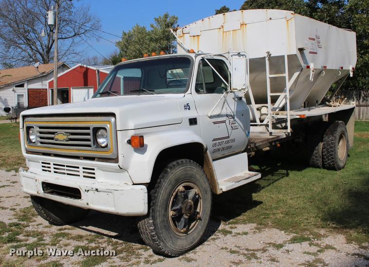 1987 Chevrolet C7500 tender truck