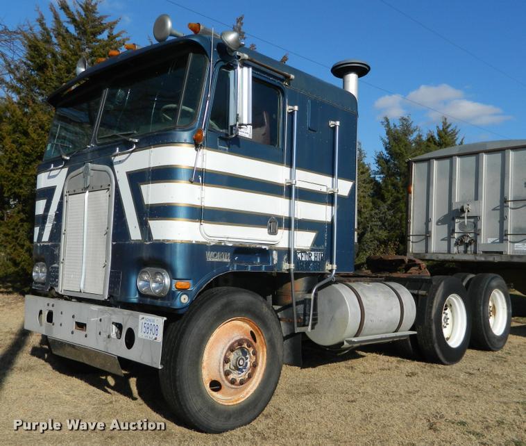 1976 Kenworth 100 semi truck