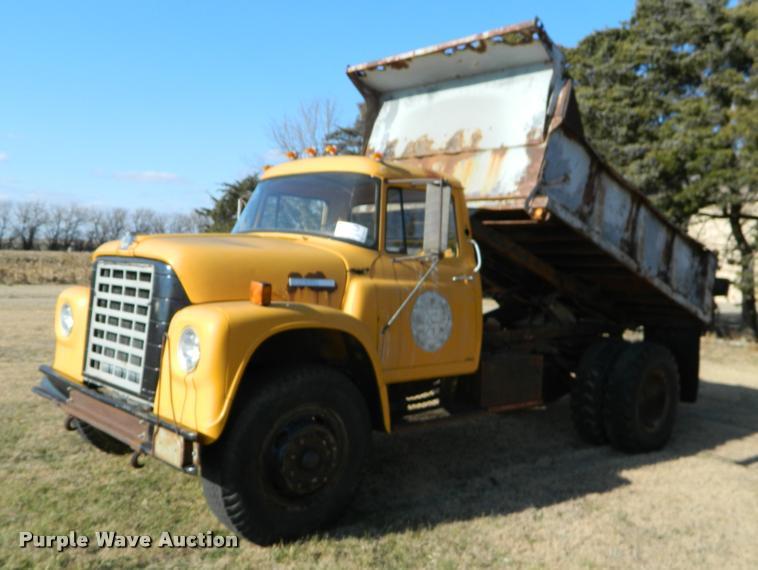 1977 International Loadstar 1700 dump truck