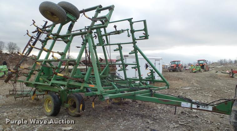 1987 John Deere 960 field cultivator