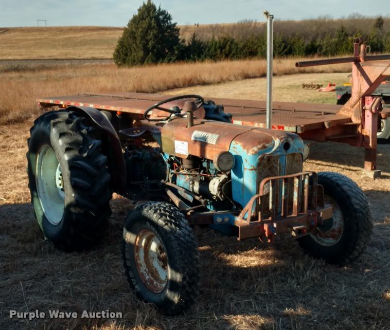 Ford 2000 Super Dexta tractor