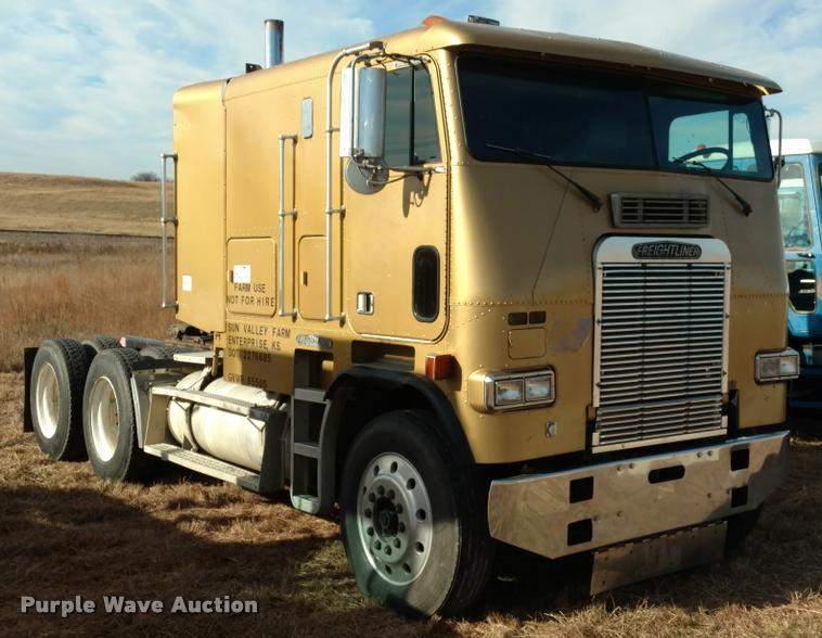1989 Freightliner FLA semi truck