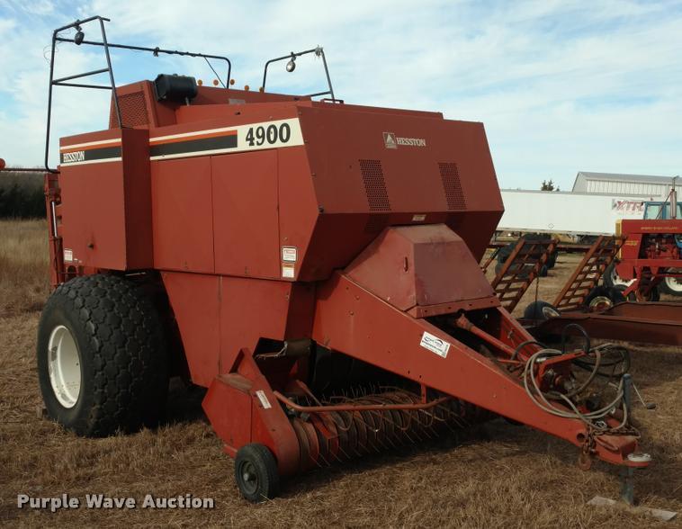 Hesston 4900 large square baler