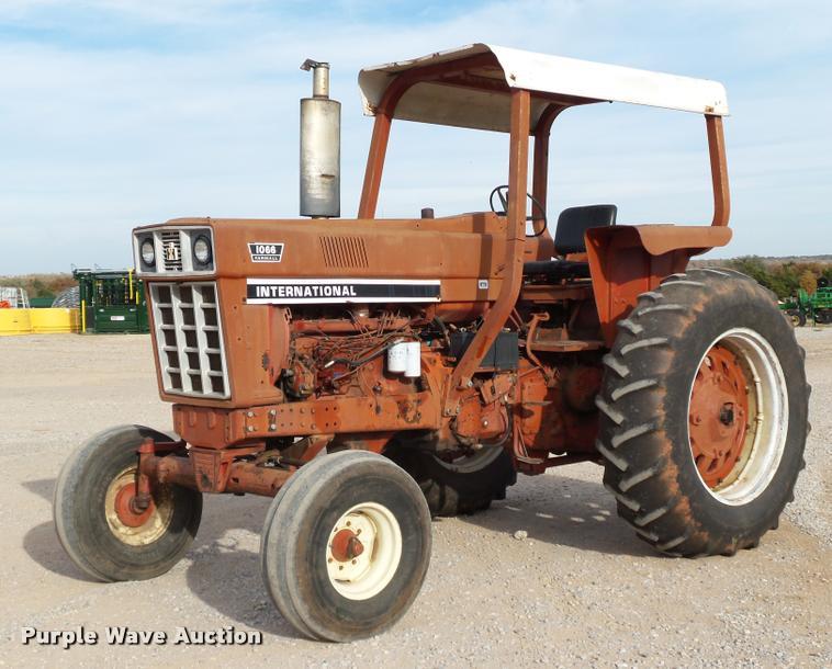 1976 International Farmall 1066 tractor