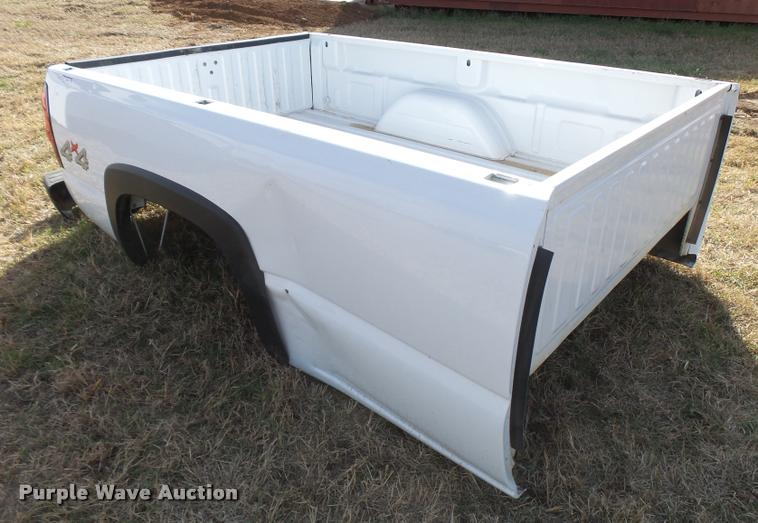 2004 Chevrolet 2500HD pickup truck bed