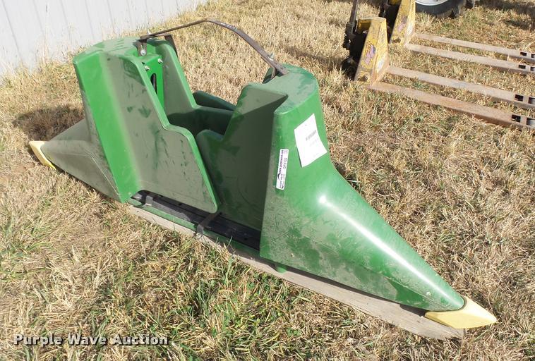 (2) John Deere 600 SRS crop dividers