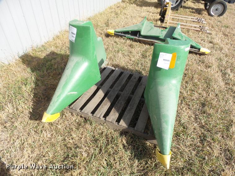 (2) John Deere 900 crop dividers