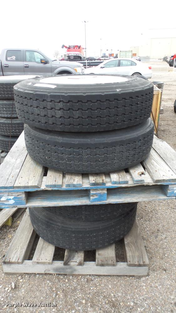 (4) 255/70R22.5 tires and wheels