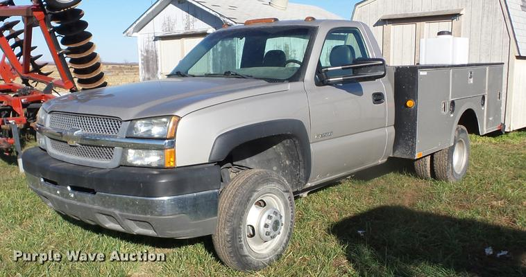 2004 Chevrolet Silverado 3500 utility truck