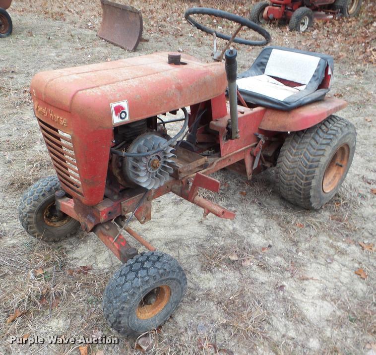 Wheel Horse lawn tractor