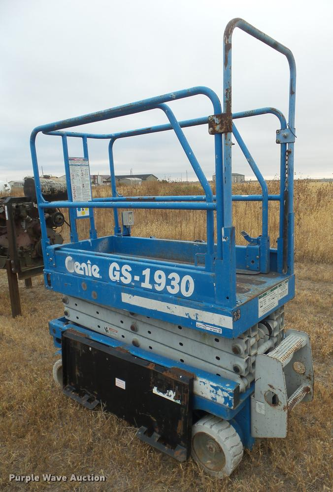1999 Genie GS-1930 scissor lift