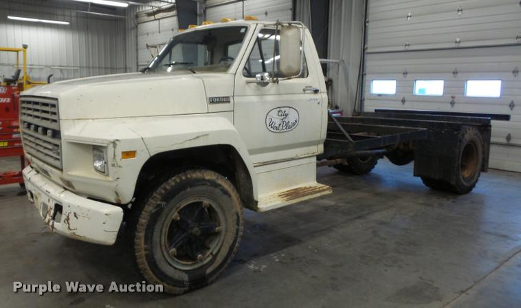 1982 Ford F600G truck cab and chassis