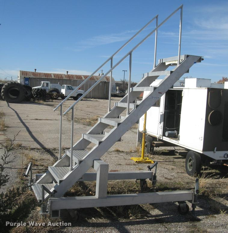 Aluminum maintenance platform