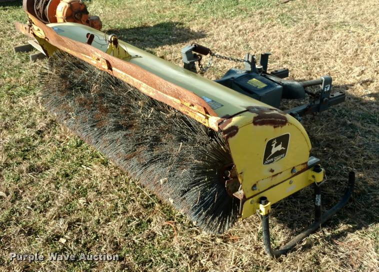 John Deere 246 broom