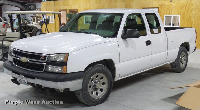 2007 Chevrolet Silverado 1500 Ext. Cab pickup truck