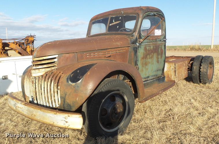 1945 Chevrolet truck cab and chassis