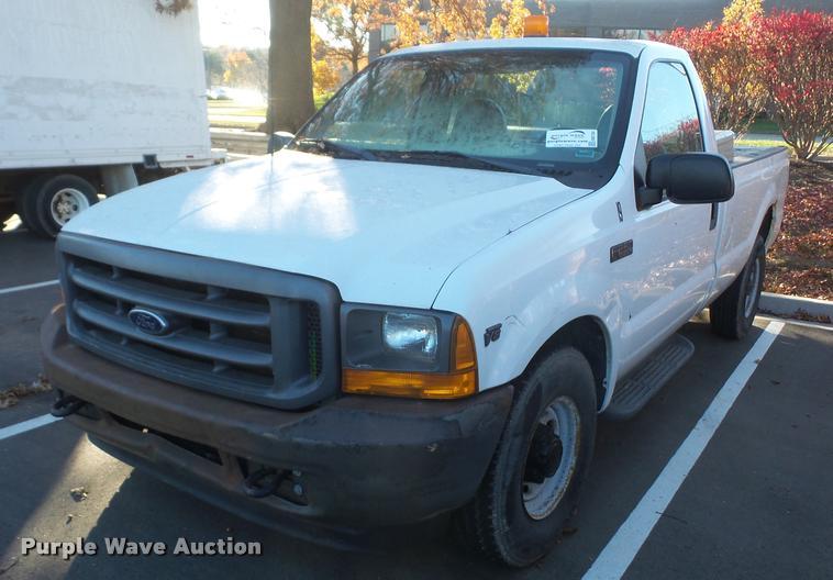 2001 Ford F250 Super Duty pickup truck