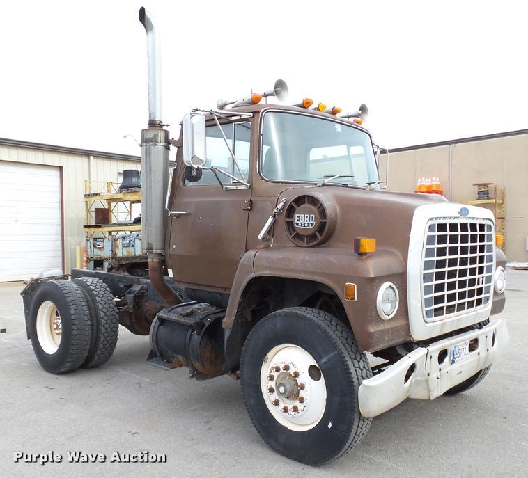 1984 Ford LN9000 semi truck