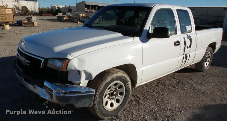 2006 Chevrolet Silverado 1500 Ext. Cab pickup truck