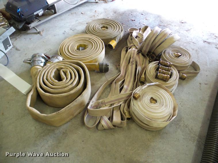 Approximately 12 hoses