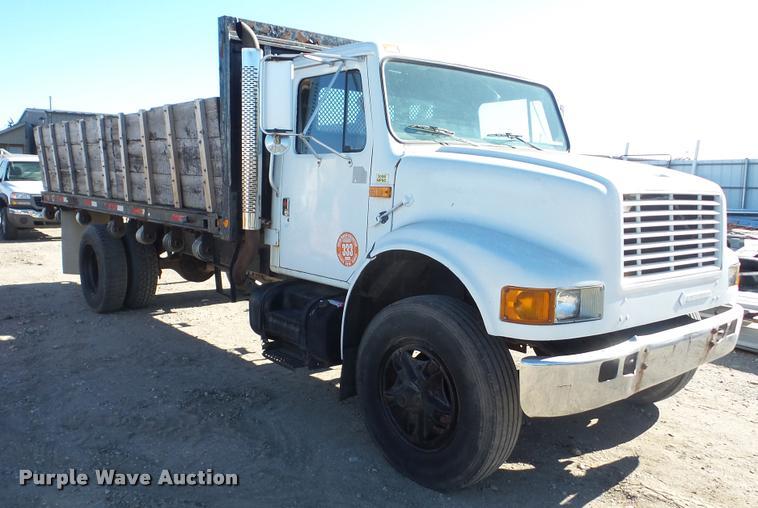 1990 International 4900 dump flatbed truck