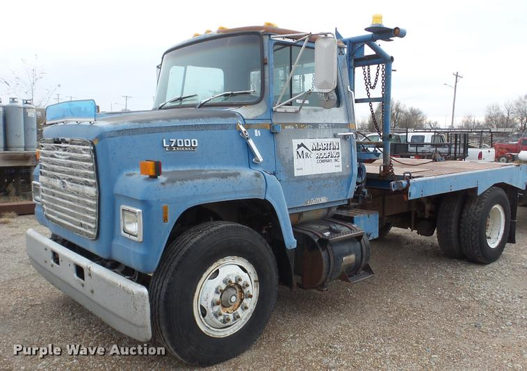 1988 Ford LN7000 flatbed truck