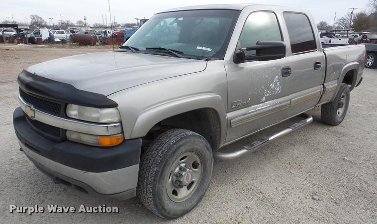 2001 Chevrolet Silverado 2500HD Crew Cab pickup truck