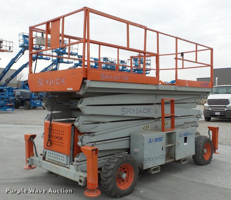 2000 Skyjack SJ9250 scissor lift