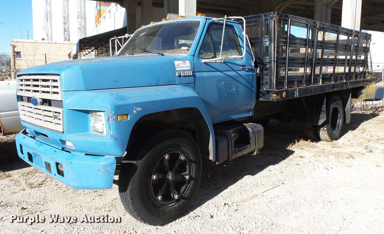 1989 Ford F600G flatbed truck