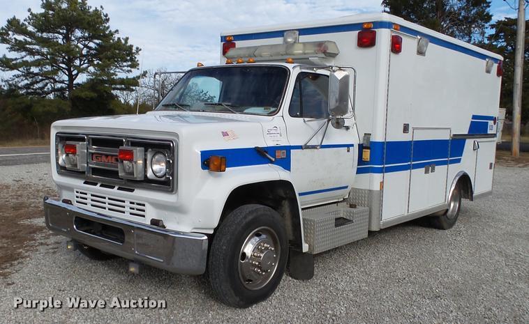 1990 GMC TopKick 7000 ambulance