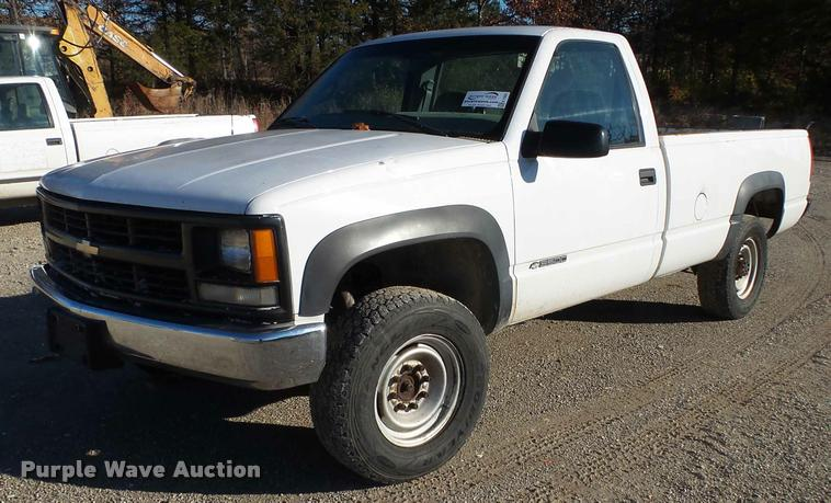 2000 Chevrolet 3500 pickup truck