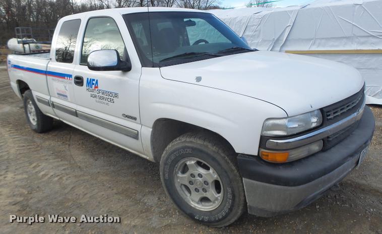 2000 Chevrolet Silverado 1500 Ext. Cab pickup truck