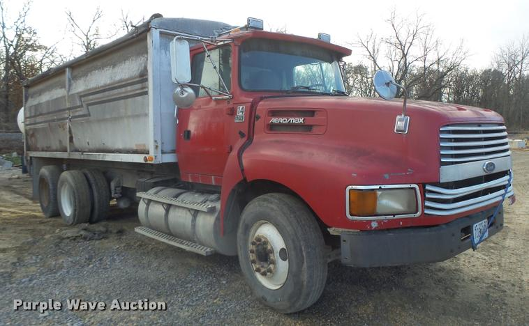 1995 Ford LTL9000 dump truck