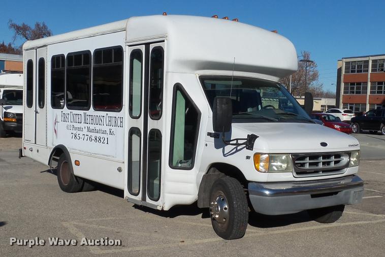 2002 Ford Econoline E350 Super Duty Startcarft Coach shuttle bus