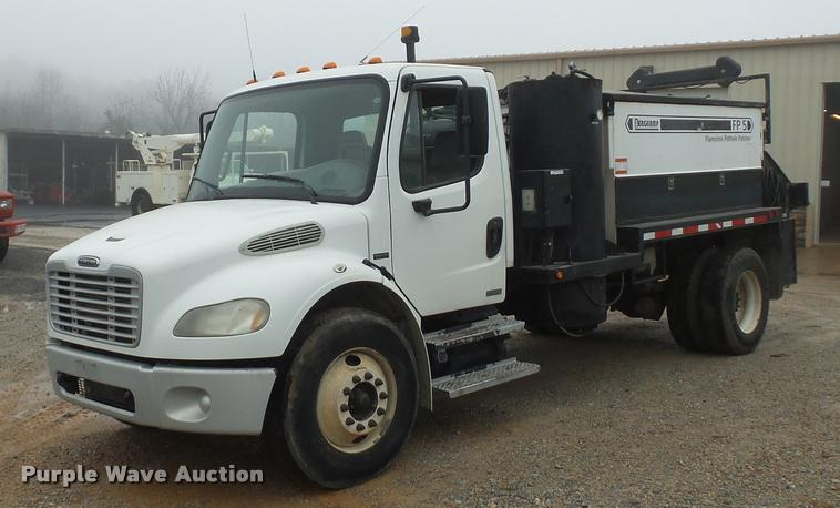 2006 Freightliner Business Class M2 pothole patcher truck