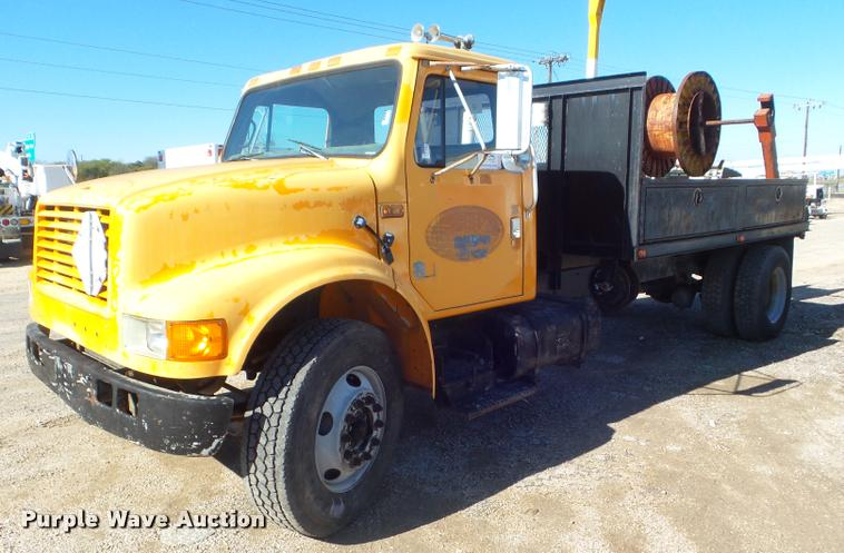 1991 International 4900 flatbed truck