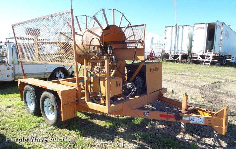 2001 R&R cable reel trailer