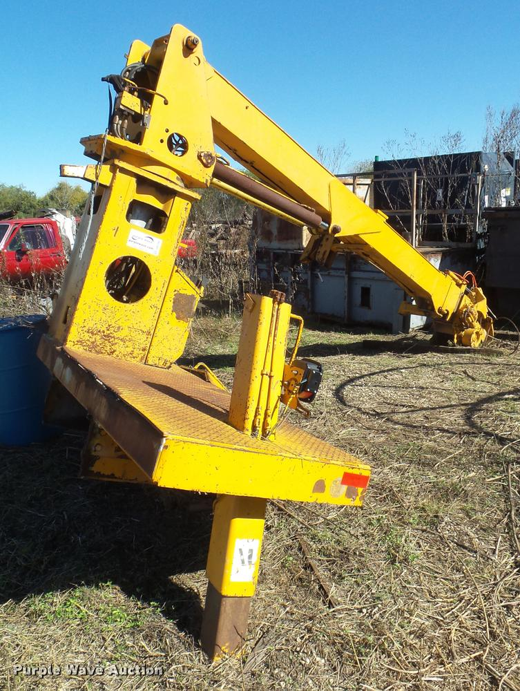 Digger derrick attachment