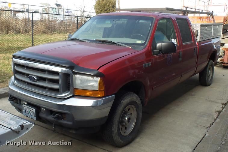 2001 Ford F350 Super Duty Crew Cab pickup truck