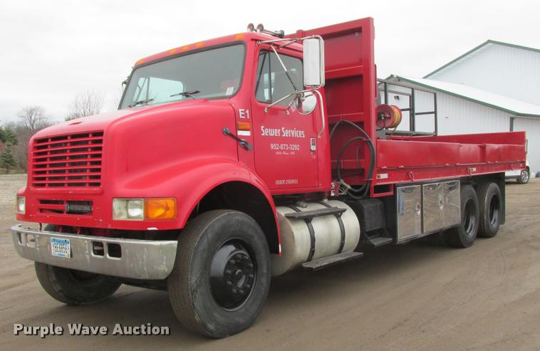 1996 International G-8100 flatbed truck