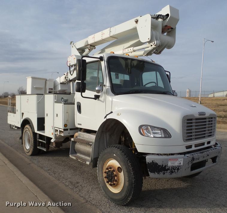 2009 Freightliner Business Class M2 bucket truck