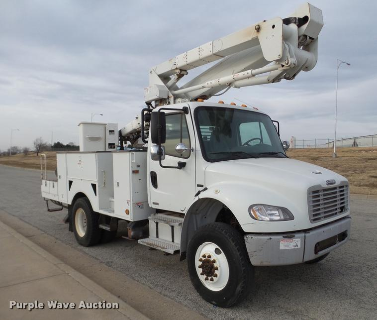 2007 Freightliner Business Class M2 bucket truck
