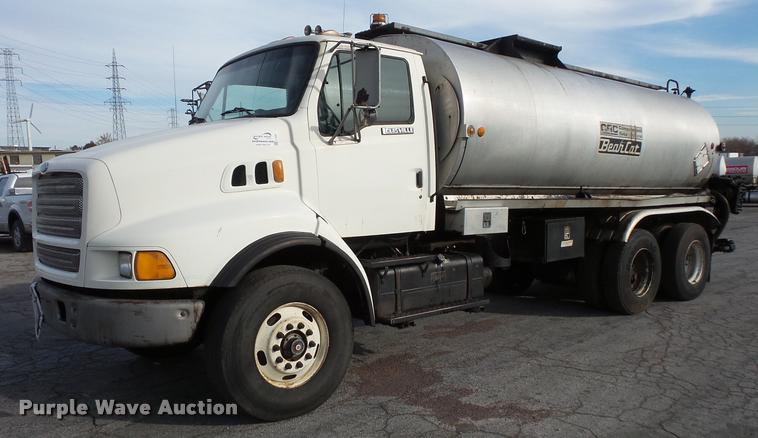 1997 Ford LT8513 Louisville 113 oil distributor truck