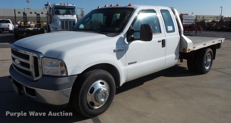 2006 Ford F350 Super Duty SuperCab flatbed pickup truck