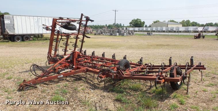 Case IH 365 field cultivator